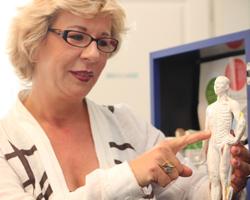 Heilpraktikerin Elke Gerhardt prakiziert viele Arten von Akupunktur